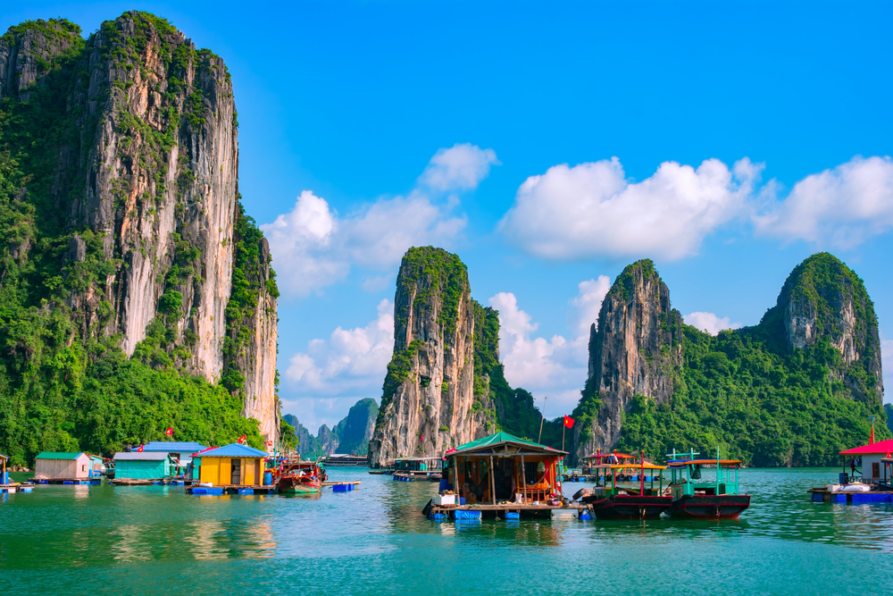 Cruising Ha Long Bay by Junk Boat
