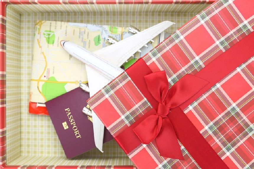 Christmas Gift Guide for Travel Lovers